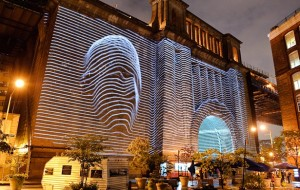 Projectie op de Manhattan Bridge
