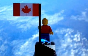 Canadese tieners sturen Lego-poppetje de ruimte in