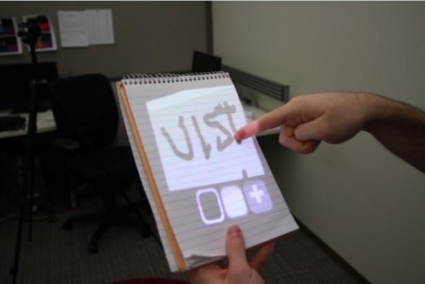 draagbare beamer1 Draagbare beamer maakt overal een touchscreen van