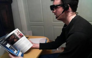 Man maakt eigen augmented reality bril