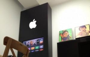 Man tovert studeerkamer om tot Apple Store