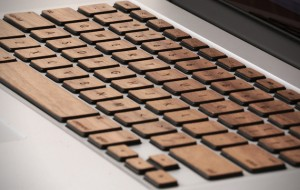 Geef je MacBook een houten touch