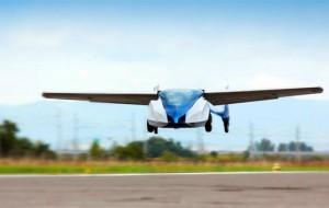 Aeromobil: vliegende auto met uitklapbare vleugels