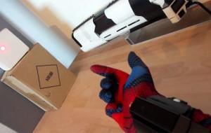 Creatieve hacker bouwt zijn eigen Spiderman-handschoen