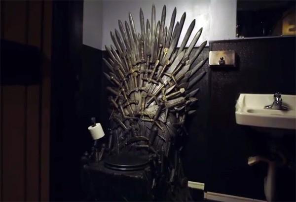 Op deze Iron Throne wc kun je zetelen als een koning