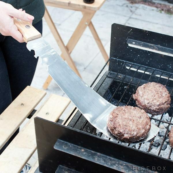 Met de Machete Spatula kun je barbecueën als een moordenaar