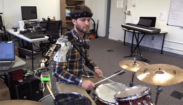 robot-drummen-arm