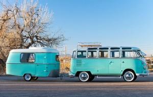 volkswagen-busje-met-caravan