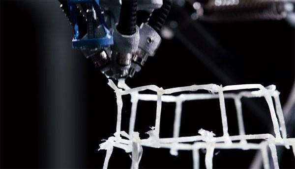 robot-spinnenweb