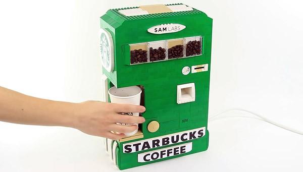 Een volautomatisch koffiezetapparaat gemaakt van LEGO