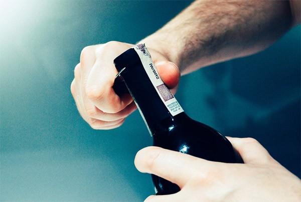 Nieuw type wijnfles lekt niet tijdens het schenken