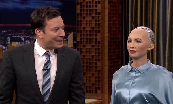 Jimmy Fallon maakt kennis met een aantal opzienbarende robots