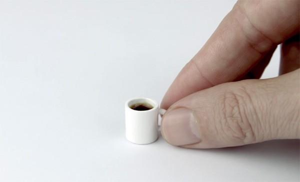 Zo zet je het kleinste kopje koffie ter wereld