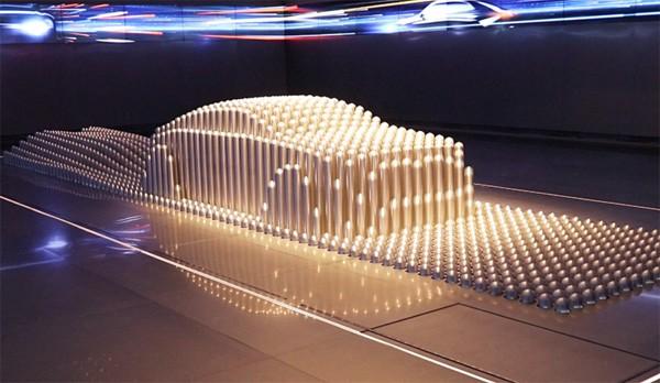 Tof kinetisch kunstwerk beeldt bewegende objecten uit