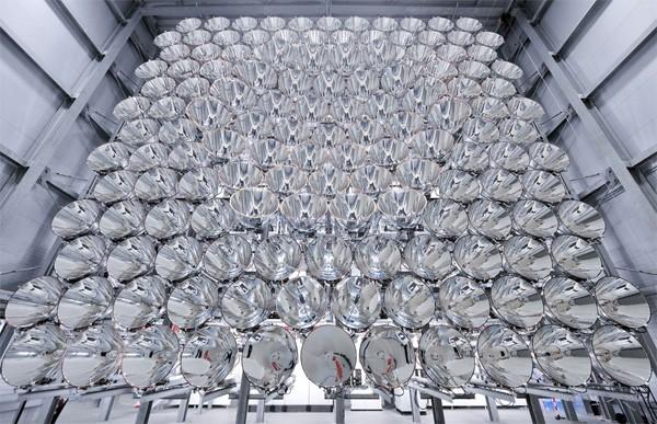 Duitse wetenschappers hebben een enorme kunstmatige zon gebouwd