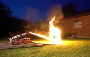 vlammenwerper-brandweerauto