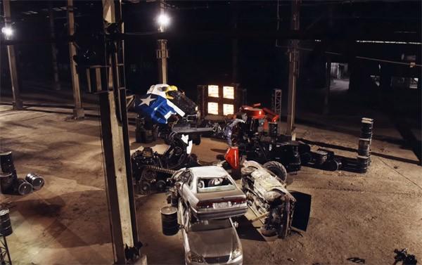 Twee gigantische vechtrobots nemen het tegen elkaar op
