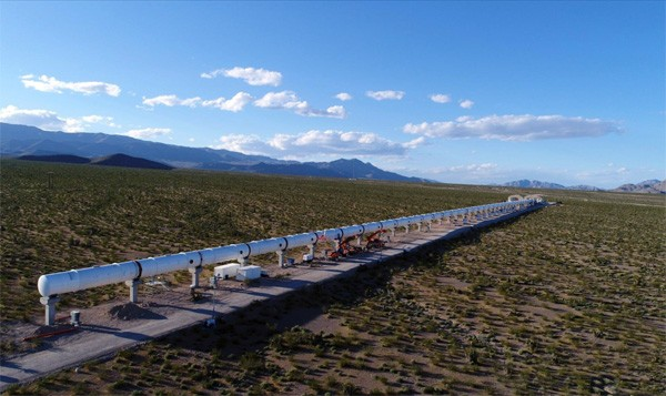 Richard Branson investeert in hyperloop, nu Virgin Hyperloop One