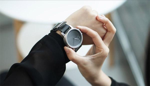 lunar-smartwatch