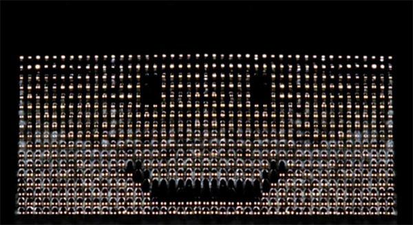 Honderden koplampen, één briljante Honda-reclame