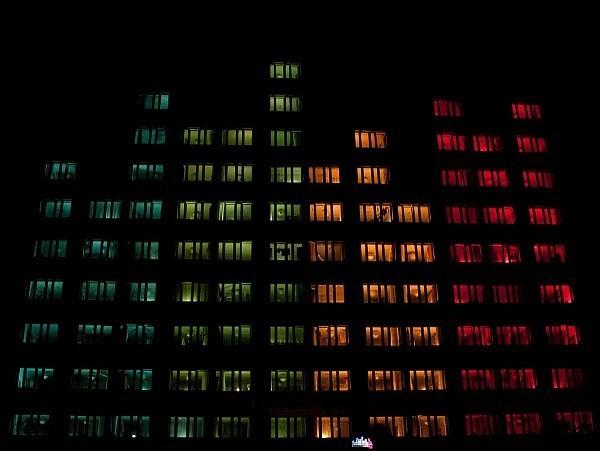 Een Pools hoogstandje: een flatgebouw als lichtshow