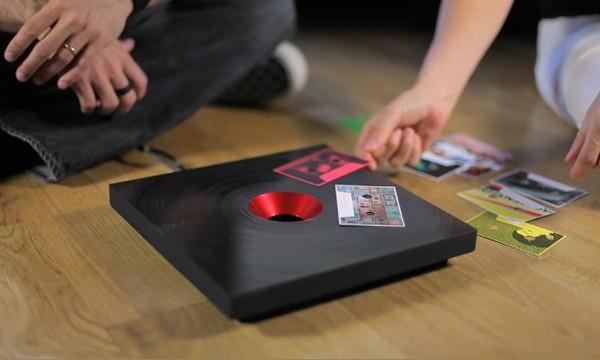Moderne platenspeler gebruikt RFID-chip
