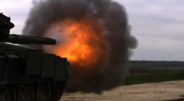 Tank schiet in super-slow motion