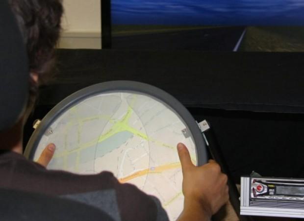 Touchscreen op stuur maakt autorijden veiliger