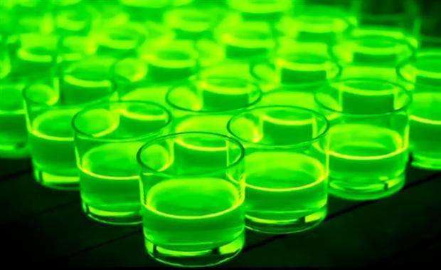 Mooie viral met neon-verf en blenders