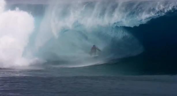 Super slow-motion beelden van enorme golf