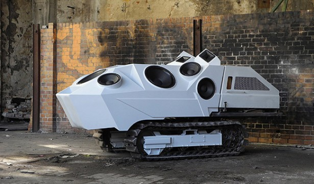 Speaker-tank