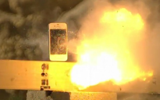 Man schiet kogel door iPhone 4S