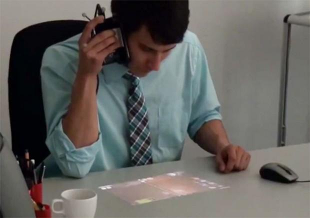 Smartphone met pico-projector