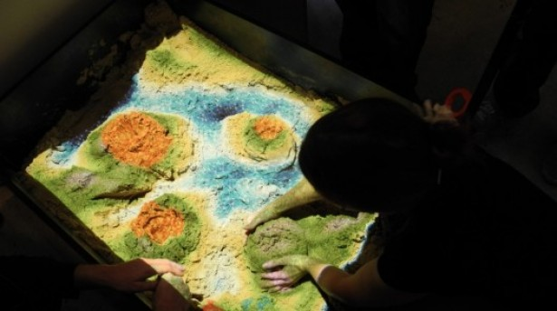 Kinect verandert zandbak in ecosysteem