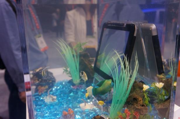 Toshiba laadt waterdichte tablet draadloos op