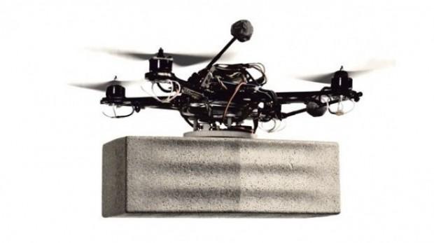 Vliegende robots bouwen toren