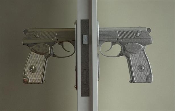 Bang Bang: deurkruk voor geweldenaren