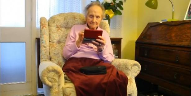 100-jarige blijft jong met Nintendo DS