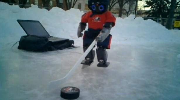 Robot speelt ijshockey
