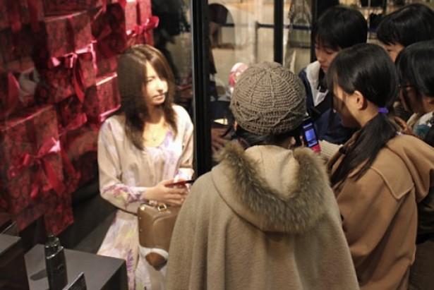 Robot-mannequin verkoopt kleren