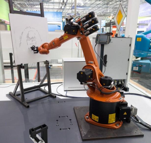 Industriële robot maakt portretten