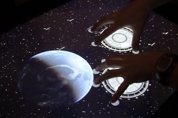 Interactief touchscreen leidt je door de sterren
