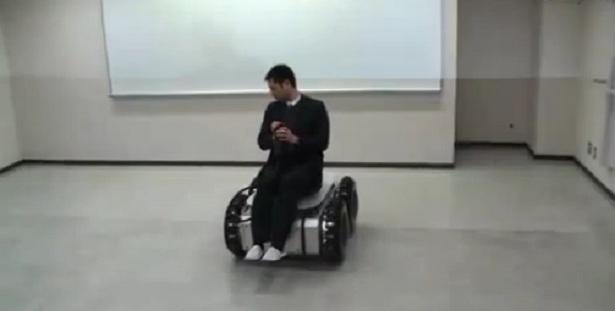 Nieuw type wielen rijdt ook zijwaarts