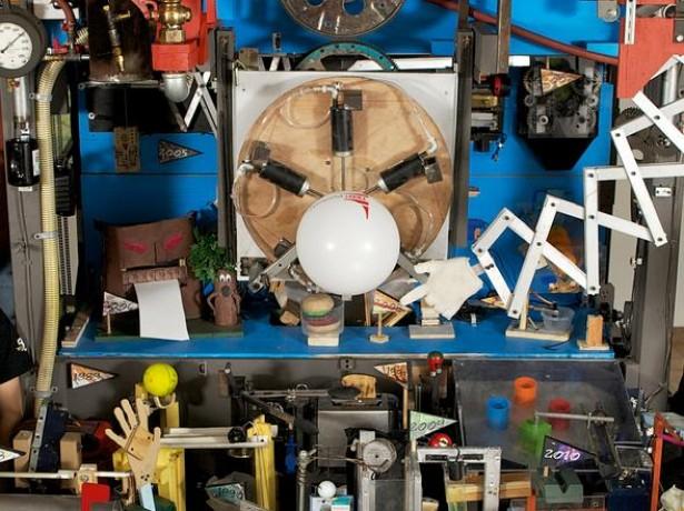 De grootste Rube Goldberg machine ooit