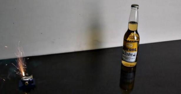 Mini-kanon opent flesje bier