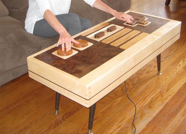 Koffietafel in de vorm van NES-controller