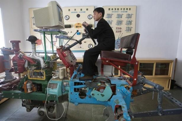 Noord-Koreaanse tractor simulator