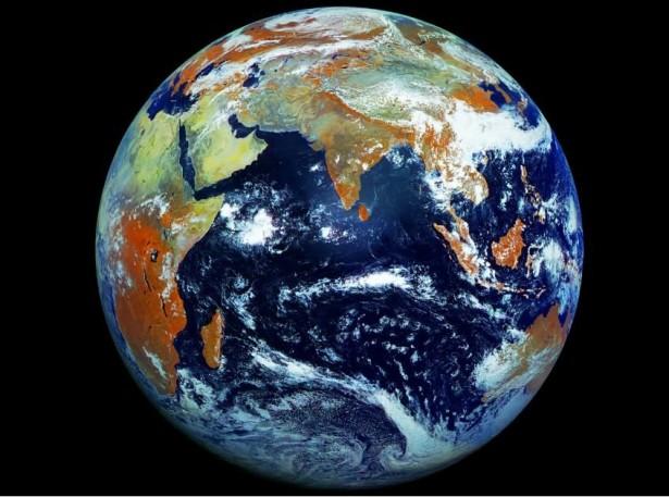 De aarde in 121 megapixels