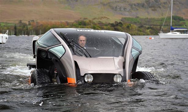 Scamander ATV rijdt over water