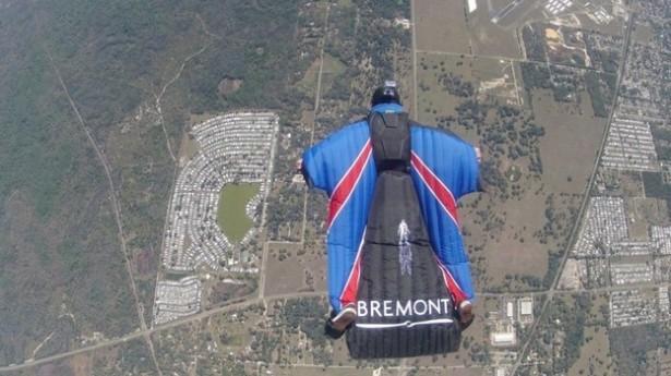 Stuntman Springt Zonder Parachute Uit Helikopter